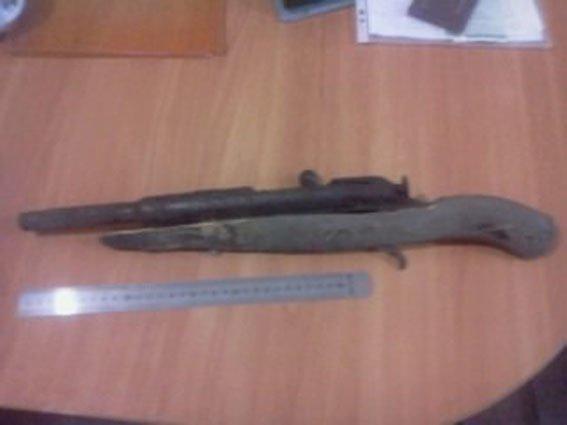 За сутки пятеро жителей Сумщины добровольно сдали в полицию огнестрельное оружие и боеприпасы (ФОТО), фото-3
