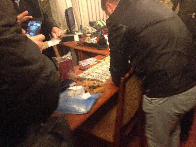 Як у Тернополі затримали військового комісара на багатотисячному хабарі (Фото), фото-2