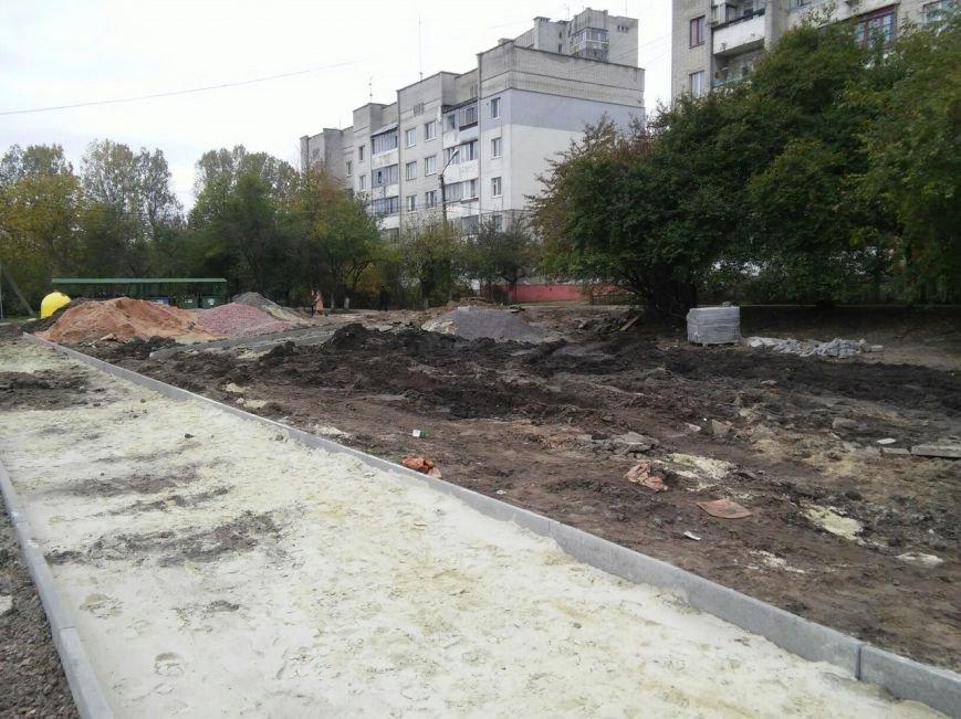 У громадському просторі на вулиці Миколайчука встановлять тренажери, тенісний стіл та гойдалки для дітей (ФОТО), фото-5