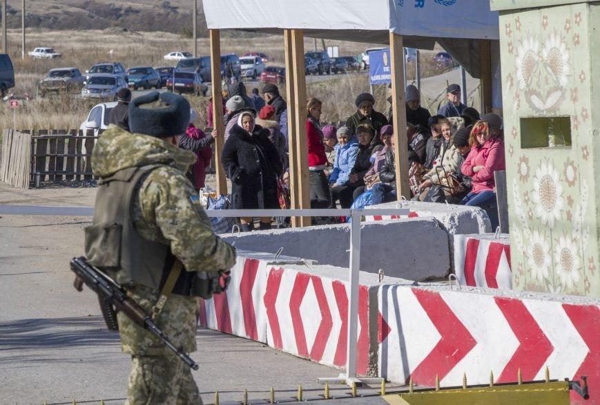 Четыре частных дома попали под обстрел вражеской артиллерии возле КПВВ Гнутово (ФОТО), фото-8