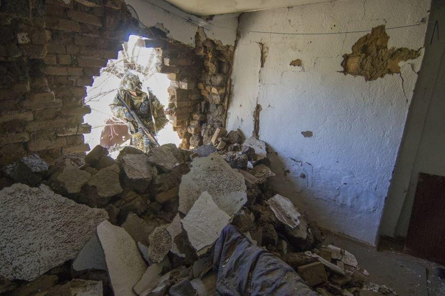 Четыре частных дома попали под обстрел вражеской артиллерии возле КПВВ Гнутово (ФОТО), фото-5