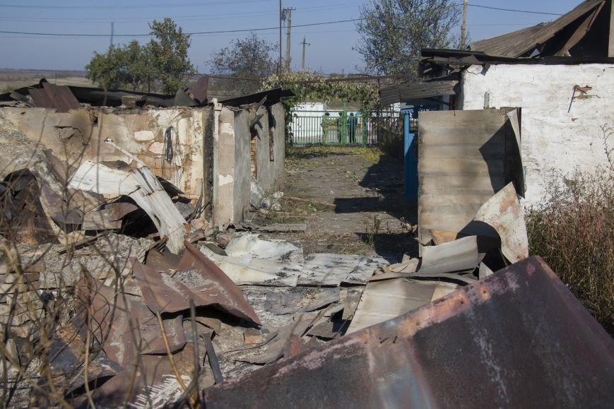 Четыре частных дома попали под обстрел вражеской артиллерии возле КПВВ Гнутово (ФОТО), фото-2