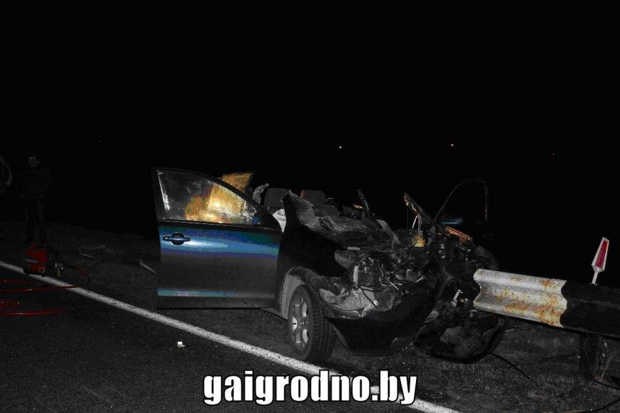 Рядом с Кореличами Тойоту прошило отбойником: водитель погиб, пассажиры - в больнице, фото-1