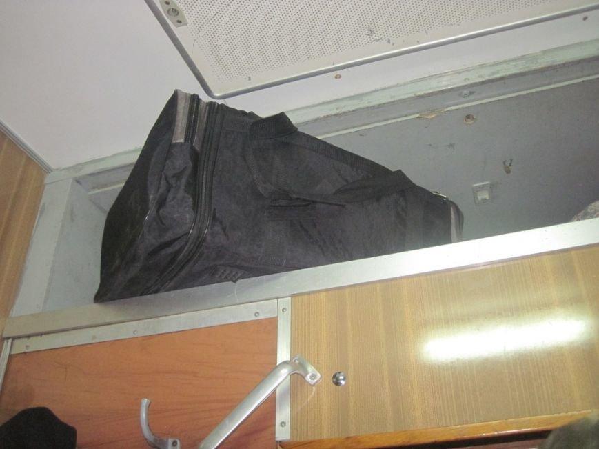 В Конотопі затримали провідника, який намагався ввезти в Україну повну сумку контрабандних ліків (ФОТО), фото-1
