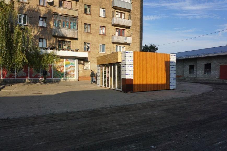 Власти Каменского объяснили происхождение непонятного киоска в районе вокзала, фото-1