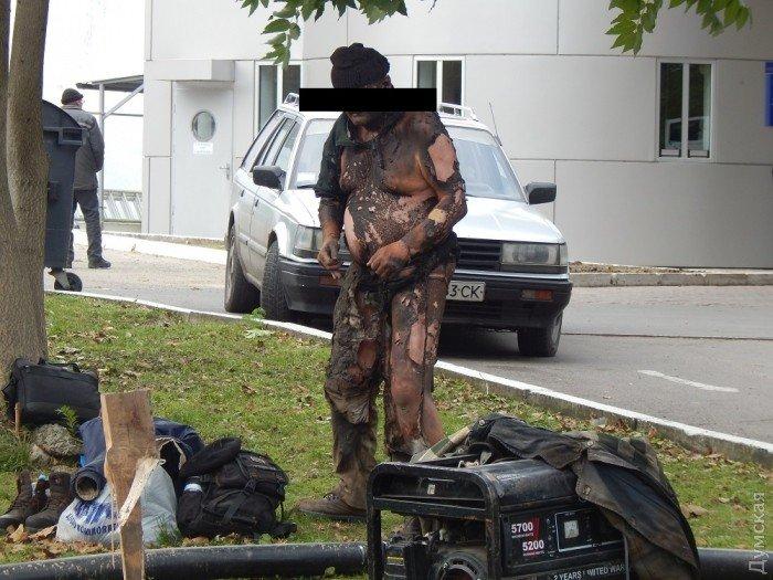 Одесский рабочий в мгновение ока лишился одежды после удара током (фото), фото-4