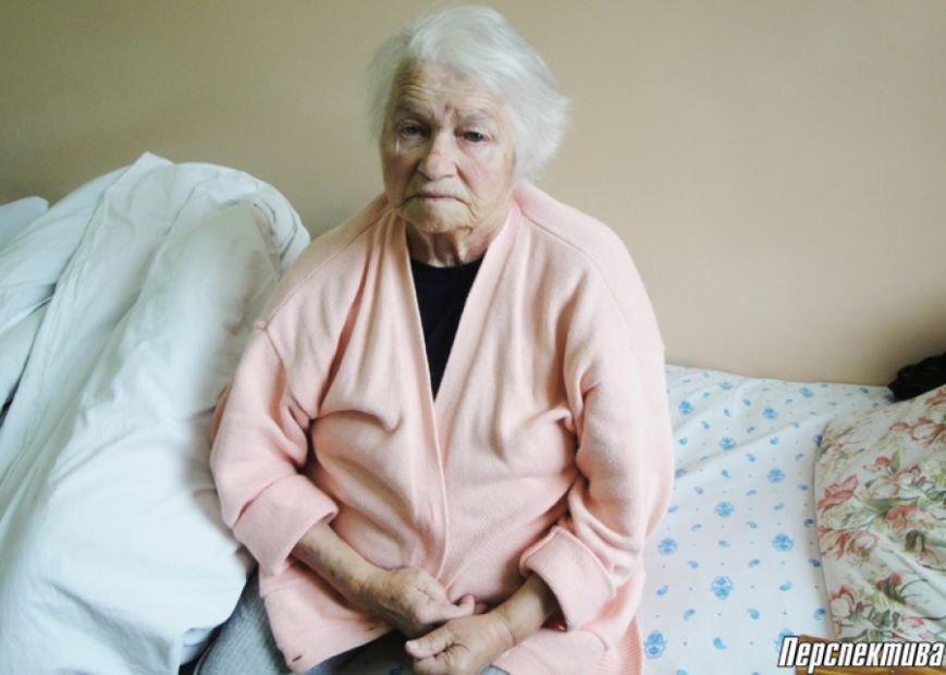 Конфликт поколений: бабушка из деревни под Гродно не может вернуться в свой дом из-за постоянных избиений сына, фото-1