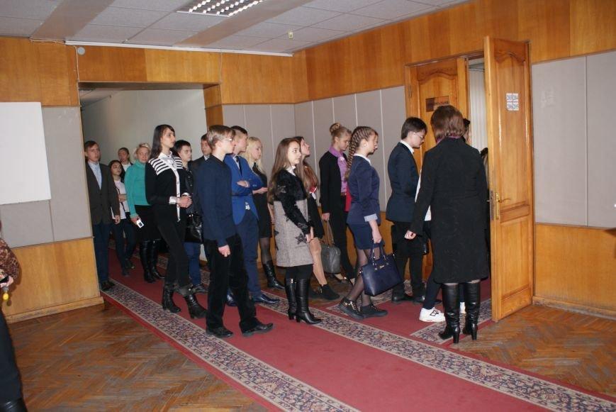 Для школьников Каменского провели экскурсию по городскому совету, фото-3