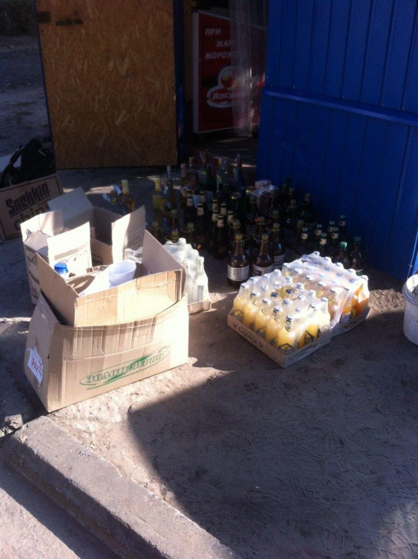 В киоске на левобережье Каменского изъяли 501 бутылку алкоголя без лицензии и российские сигареты, фото-3