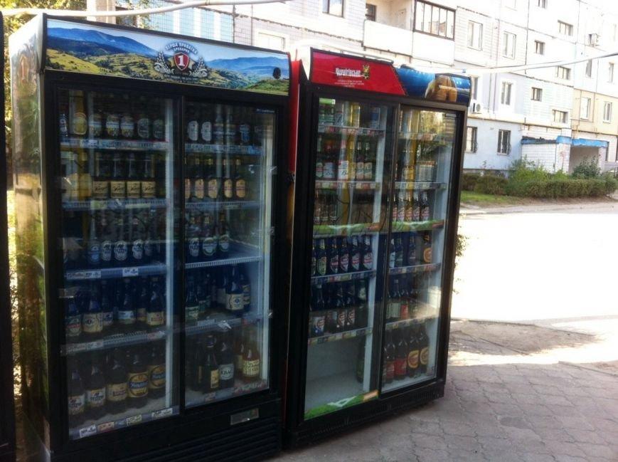 В киоске на левобережье Каменского изъяли 501 бутылку алкоголя без лицензии и российские сигареты, фото-4