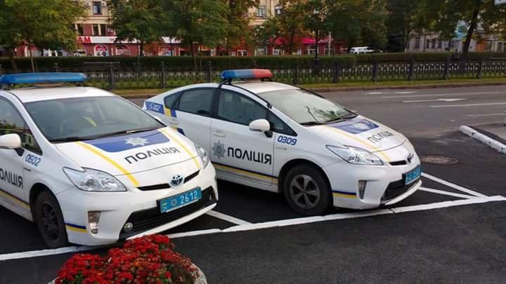 Днепровские копы заняли место для инвалидов на парковке перед горсоветом (ФОТО), фото-1