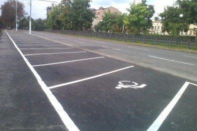 Днепровские копы заняли место для инвалидов на парковке перед горсоветом (ФОТО), фото-3