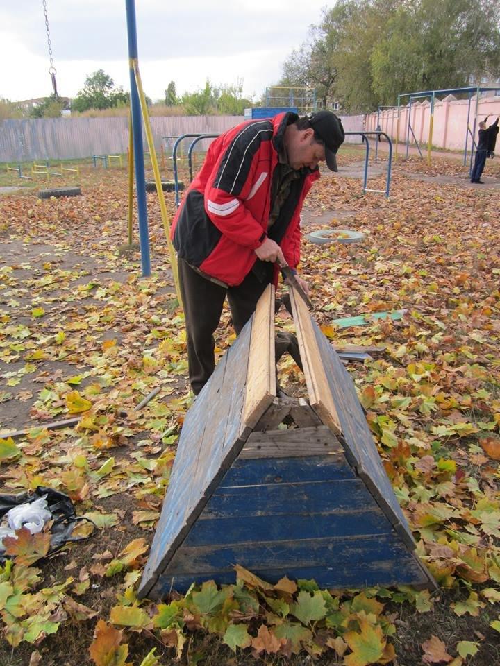 В Конотопі відремонтували зіпсований вандалами спортивний майданчик, фото-1