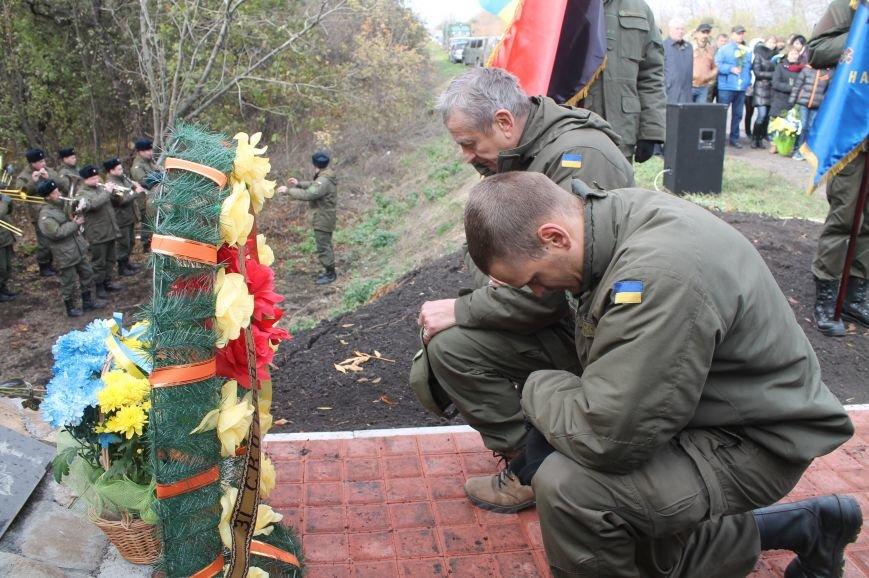 Вблизи Бахмута установили памятник погибшим в ДТП бойцам батальона имени Кульчицкого, фото-11