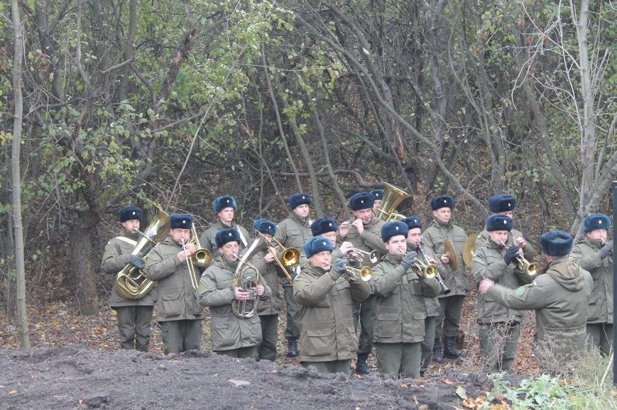 Вблизи Бахмута установили памятник погибшим в ДТП бойцам батальона имени Кульчицкого, фото-5