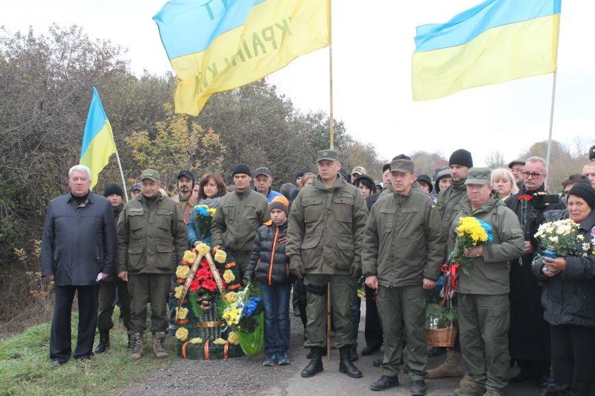 Вблизи Бахмута установили памятник погибшим в ДТП бойцам батальона имени Кульчицкого, фото-2
