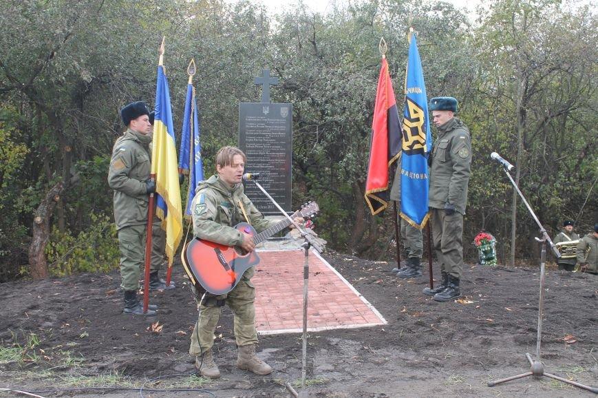Вблизи Бахмута установили памятник погибшим в ДТП бойцам батальона имени Кульчицкого, фото-10