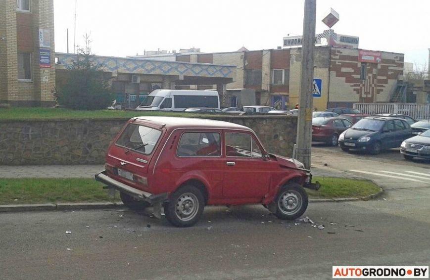 В Гродно водитель умудрился за час на отрезке 150 метров устроить два ДТП, фото-3