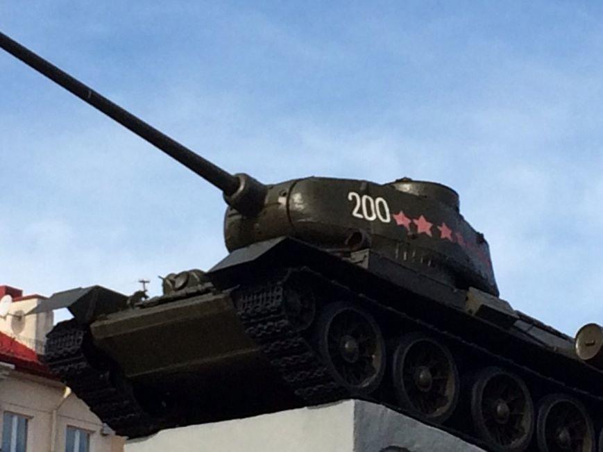 В центре Гродно неизвестные обокрали танк-памятник, фото-1