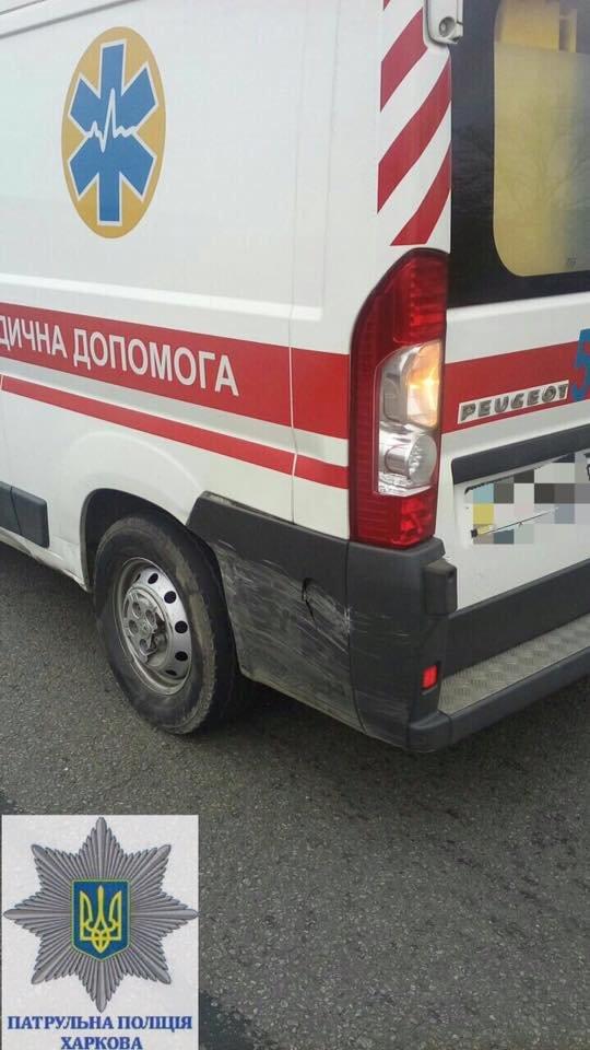 На окружной скорая помощь попала в ДТП (ФОТО/ВИДЕО), фото-1