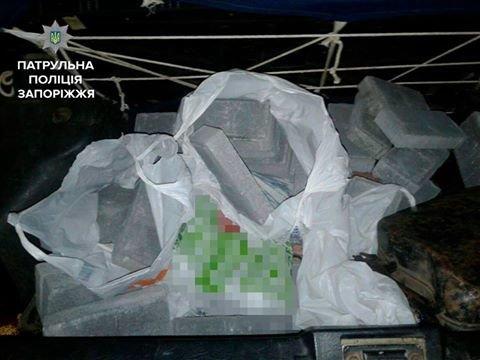 В Запорожье задержали мужчину, который воровал брусчатку с улицы, фото-1