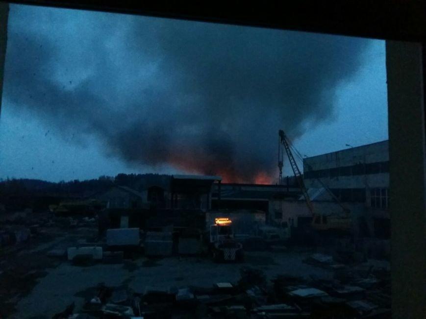 Под Гродно завершается тушение пожара на площадке хранения шин: задействована 31 единица техники (UPD: добавлены фото), фото-2