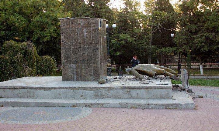 В Судаке неизвестные снесли памятник Ленину (ФОТО), фото-2