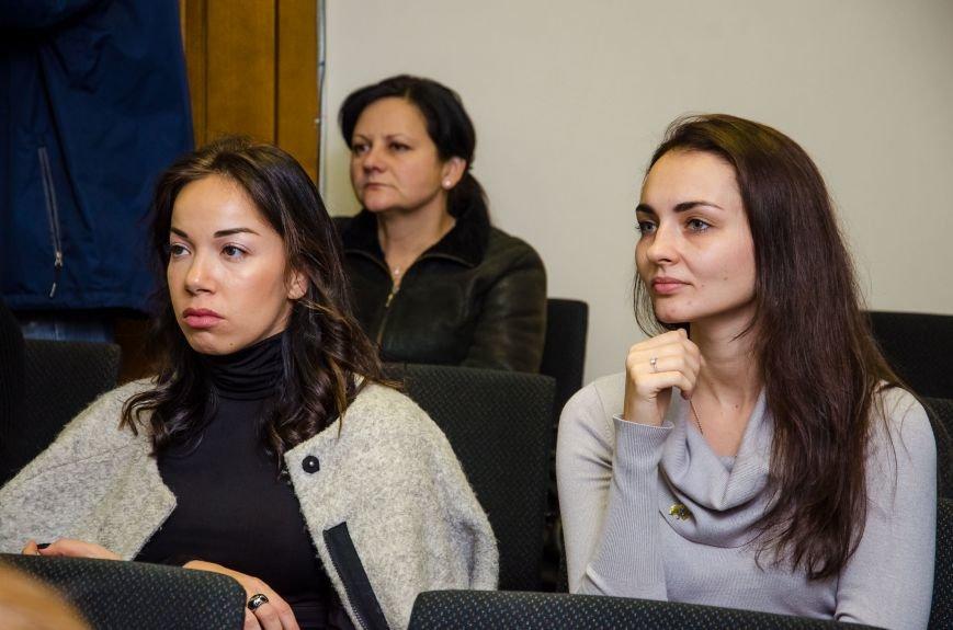 В Днепре презентовали новый остросюжетный роман о войне на Донбассе (ФОТО), фото-6