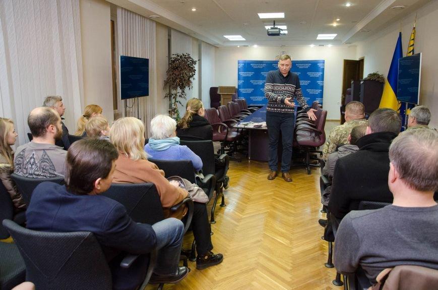 В Днепре презентовали новый остросюжетный роман о войне на Донбассе (ФОТО), фото-11