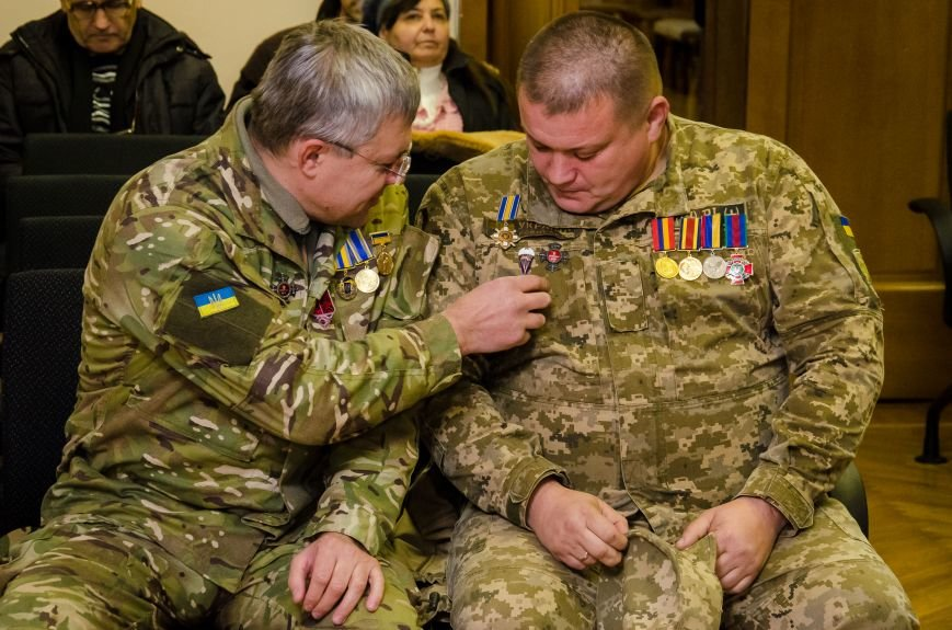 В Днепре презентовали новый остросюжетный роман о войне на Донбассе (ФОТО), фото-2