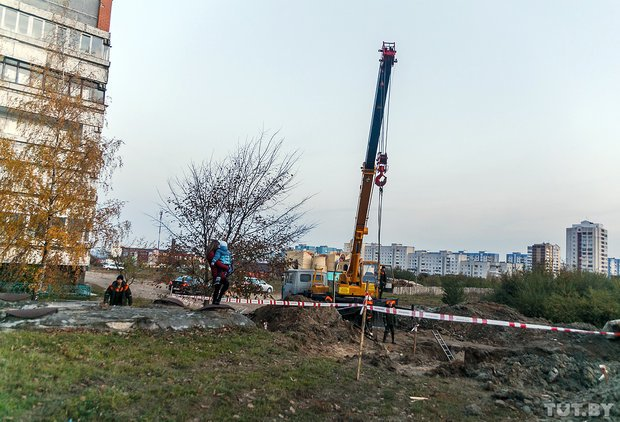 ЧП в Гродно: на Девятовке во время ремонта канализации прорвало трубопровод, фото-1