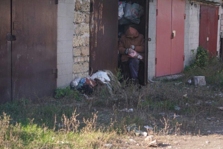 В Каменском женщина, которую мошенники лишили квартиры, живет в гараже около 11 лет, фото-1