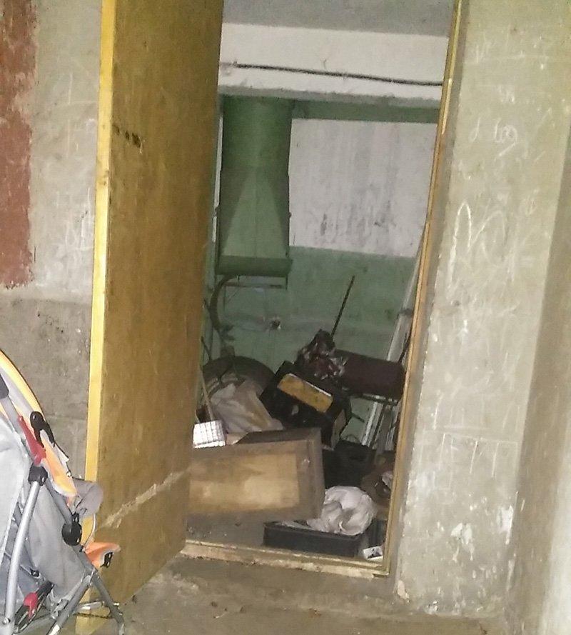 Полицейские Бахмута обнаружили боевую гранату в подъезде многоэтажки (ФОТО), фото-1