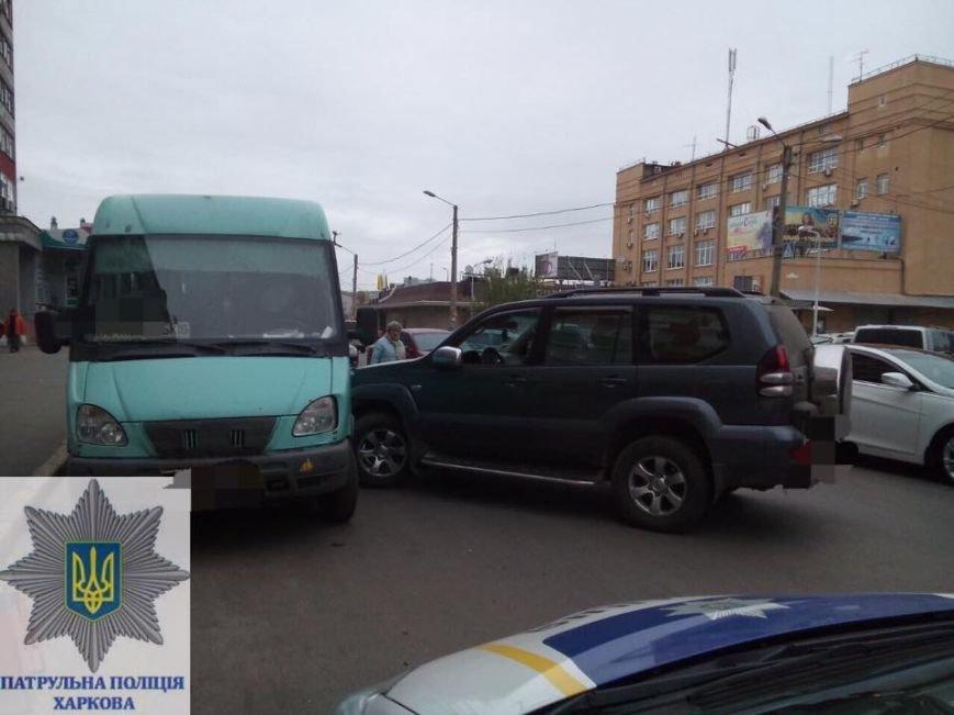 На Центральном рынке пьяный на внедорожнике протаранил маршрутный автобус и пытался сбежать (ФОТО), фото-3
