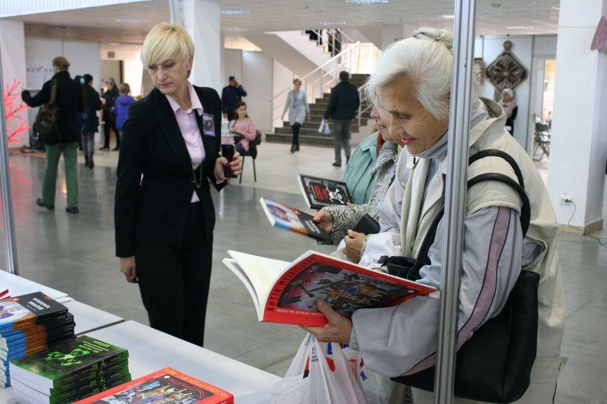 Как проходил первый день Запорожской книжной толоки, - ФОТОРЕПОРТАЖ, фото-4
