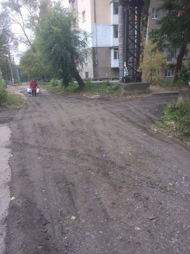Жильцы улицы Николенко вместе с депутатом Сергеем Коваленко отремонтировали межквартальную дорогу, фото-3