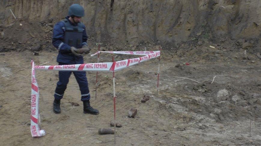 На Буковині піротехніки ліквідували велику кількість гранат та артилерійських снарядів (ФОТО), фото-2