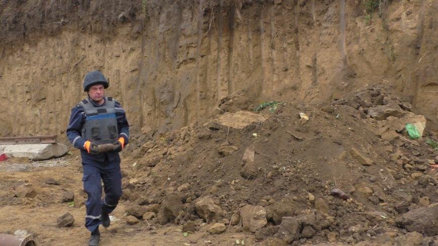На Буковині піротехніки ліквідували велику кількість гранат та артилерійських снарядів (ФОТО), фото-1