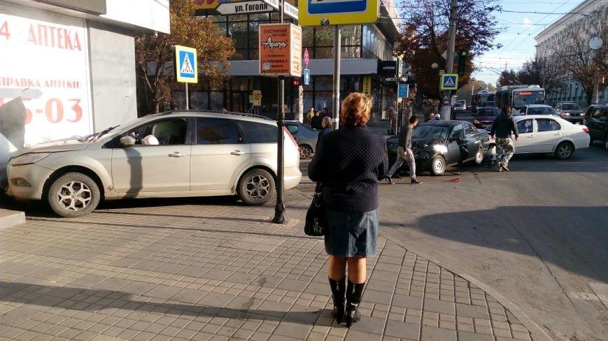 Субботнее утро в Симферополе началось с аварий: «Догонялки» в центре и смертельное ДТП на въезде в город (ФОТО), фото-4