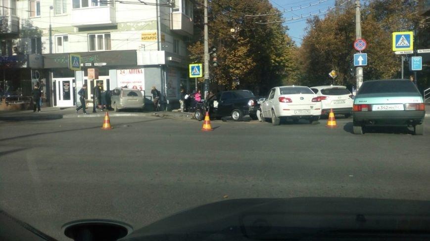 Субботнее утро в Симферополе началось с аварий: «Догонялки» в центре и смертельное ДТП на въезде в город (ФОТО), фото-1