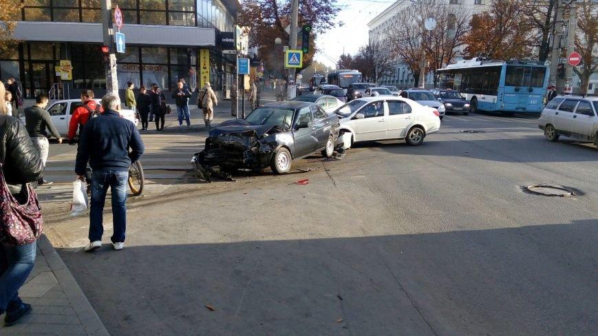 Субботнее утро в Симферополе началось с аварий: «Догонялки» в центре и смертельное ДТП на въезде в город (ФОТО), фото-3