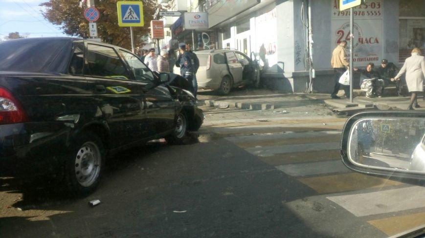 Субботнее утро в Симферополе началось с аварий: «Догонялки» в центре и смертельное ДТП на въезде в город (ФОТО), фото-2
