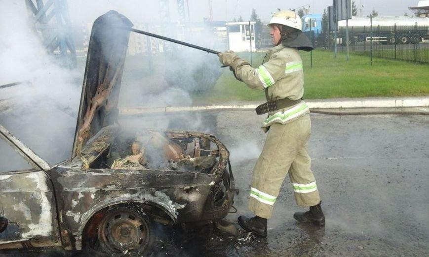 На території митного пункту пропуску «Краковець» згорів автомобіль (ФОТО), фото-2