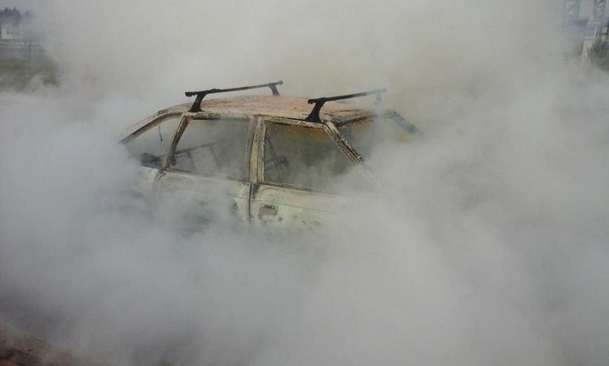 На території митного пункту пропуску «Краковець» згорів автомобіль (ФОТО), фото-1