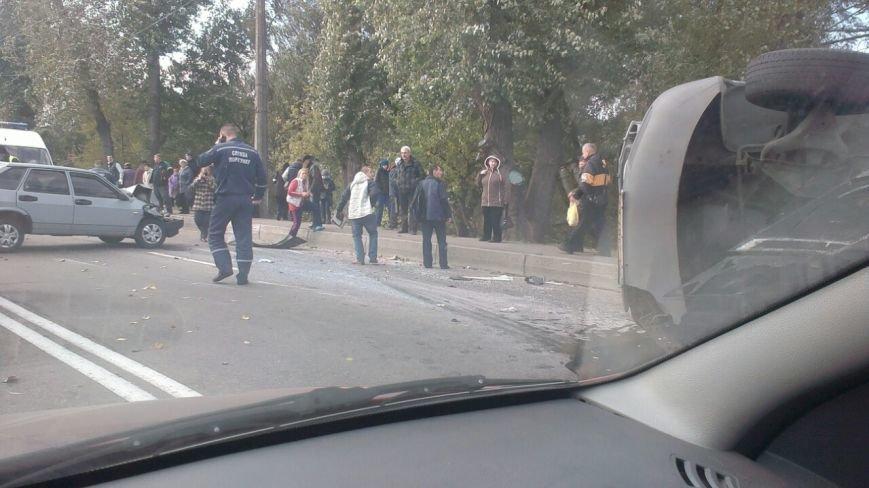"""На Молодёжном столкнулись """"девятка"""" и маршрутное такси. Маршрутка перевернулась (фото), фото-2"""