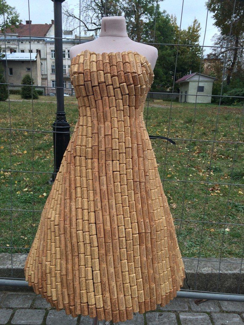 У Львові показують колекцію сумочок, а також сукні із корків (ФОТО), фото-4