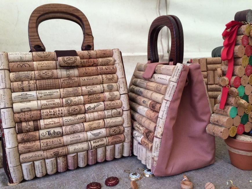 У Львові показують колекцію сумочок, а також сукні із корків (ФОТО), фото-11