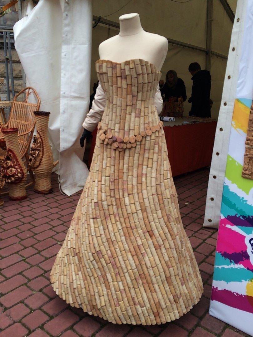 У Львові показують колекцію сумочок, а також сукні із корків (ФОТО), фото-2