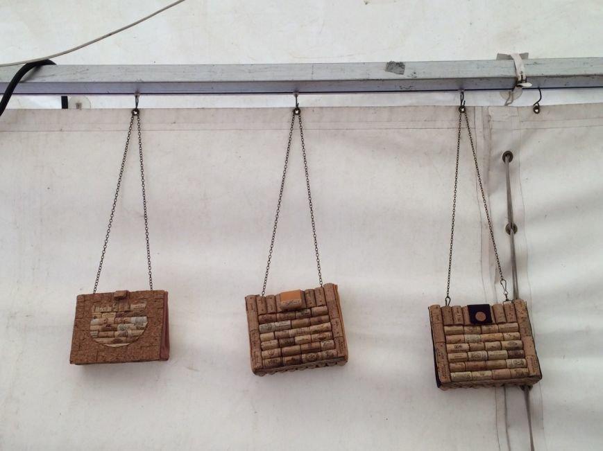 У Львові показують колекцію сумочок, а також сукні із корків (ФОТО), фото-8