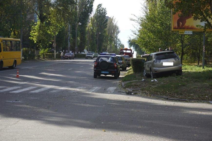ДТП в Каменском: Daewoo Lanos столкнулся с внедорожником Lexus, фото-4